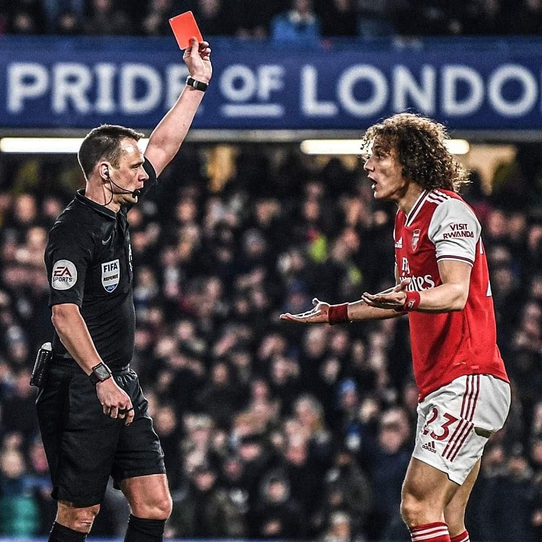 David Luiz has only been sent-off twice in English football.  Sep 2017: vs. Arsenal (for Chelsea)  Jan 2020: vs. Chelsea (for Arsenal)  #naymarjr #neymarskills #neymar #messiskills #messi #liomessi #barcelona #fcbarcelona #qatar #emirates #suarez #ronaldo #cristiano #PrimeLeaguepic.twitter.com/ElMD2xvsfL