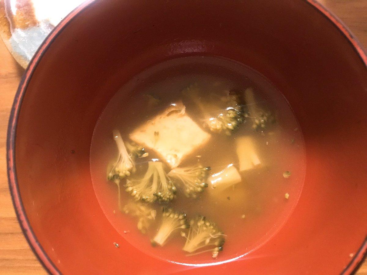 冷蔵庫に厚揚げがあったので+して作ったけど美味しくて写真撮る前に食べてしまったので寂しいやつを(笑尚、私ブロッコリーはサラダで食べるの苦手だけどこれならいける!ほろっとやさしい甘辛味のブロッコリースープ|有賀薫 @kaorun6 |スープ・レッスン