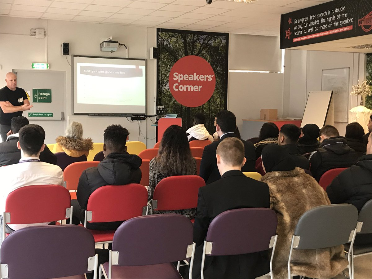 Great talk and Q&A from Darren Cornwall who supports the Career Ready programme - here with our @FacultyFPOC @OldhamCollege Business and Enterprise cohorts #startups #enterprise #rolemodels