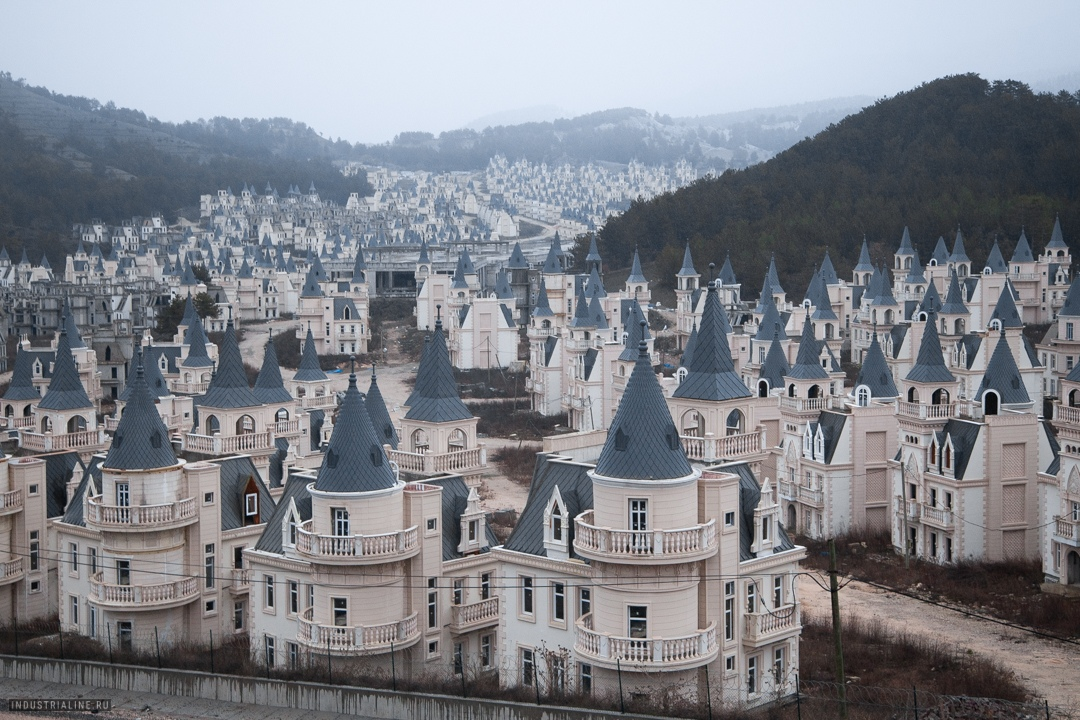 Burj Al Babas is an abandoned luxury housing development in central Turkey that was supposed to consist of 732 identical chateaux. Before they filed for bankruptcy in 2019, the developer had completed 587 houses. (Image: Nick Grigoriev; instagram.com/saintroofs/)