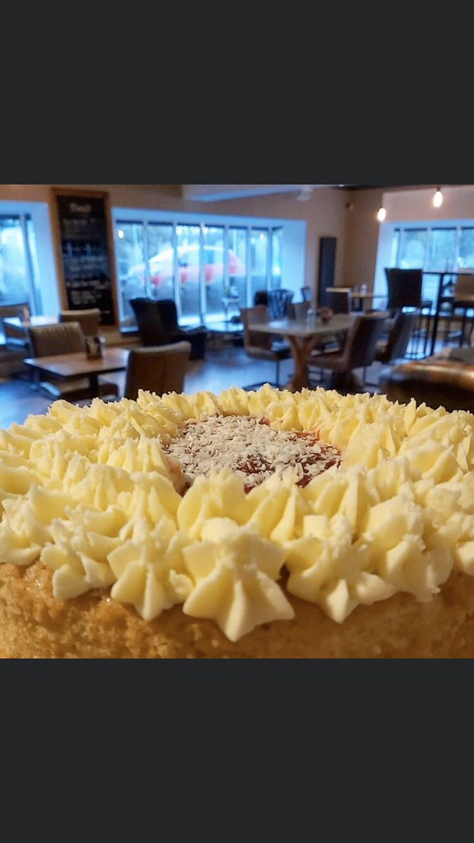 Fresh homemade cake anyone?#coffeeshop #cakes #cowbridge<br>http://pic.twitter.com/XT75iMlnna