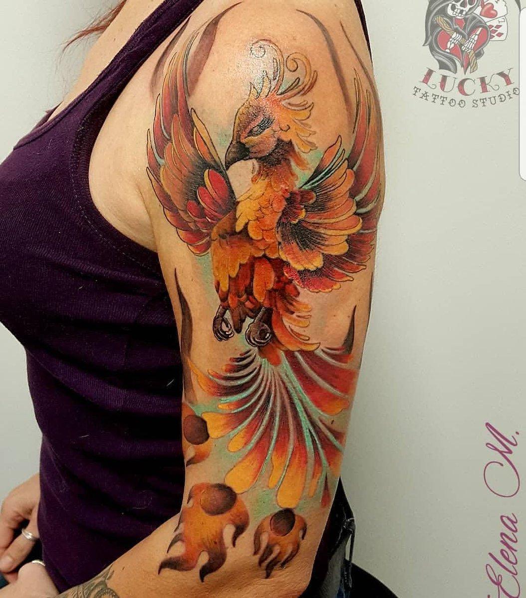Ave Fénix hecho por Elena M en @lucky_tattoo_studio en Madrid, España    #tattoo #tattoos #tattooideas #tattooartist #tattooist #tattooed #tattoodesign #tattooart #tattoolover #tattooink #tattooers #tatuadoresespañoles #tatuadora #fenixtattoo #avefenixtattoo #phoenixtattoo