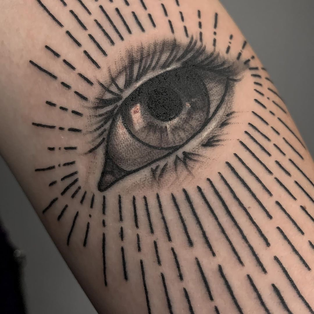 "By @mat_heinzeroth using @rghtstuff HORNET Pen tattoo machine - ""I've got my eye on you""   #art #graphictattoo #tattoo #tattoodesign #artwork #tattoos #blackworktattoo #eyetattoo #blacktattoo #lineworktattoo #linework #sketch"