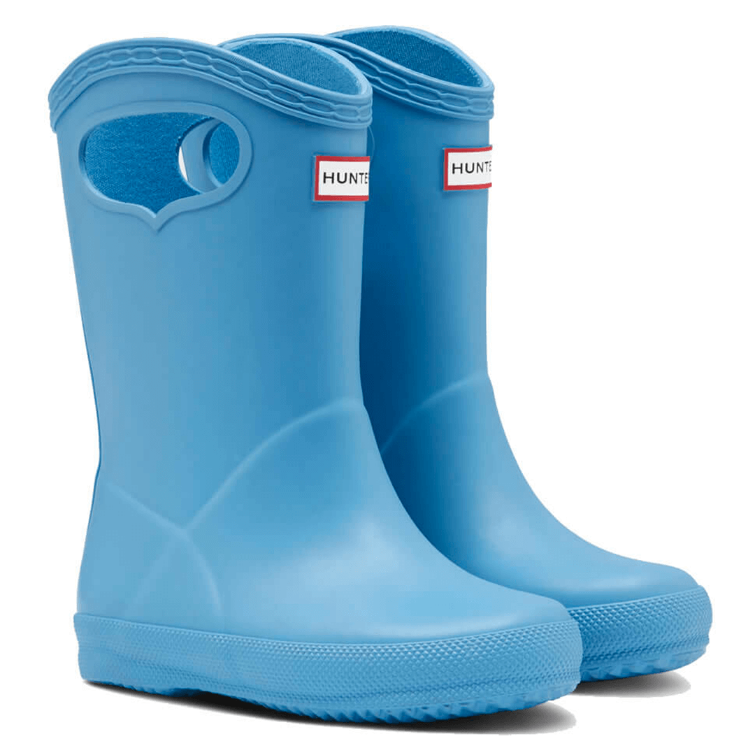Adorable new to us range to keep tiny toes dry this winter!⁠ ⁠ ∙ Kids First Classic Pull On Wellies ∙⁠ ⁠ Available in a range of colours ⬇️  ⁠ #hunter #wellies #kidswellies #toddlerwellies #pullonwellies #kidsfirst #blue #fortheweekend #midweekbuys