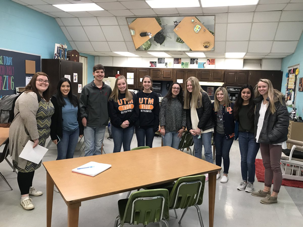 Just walked this group of TAP3  students down to @SullCentral for the first time!  They will be observing/assisting some of Dickson's finest educators each Wednesday!  Thanks, @MandyRoche8 for supporting these future educators! @DCcougarnation #seizetheday <br>http://pic.twitter.com/Flyn4Vucm4