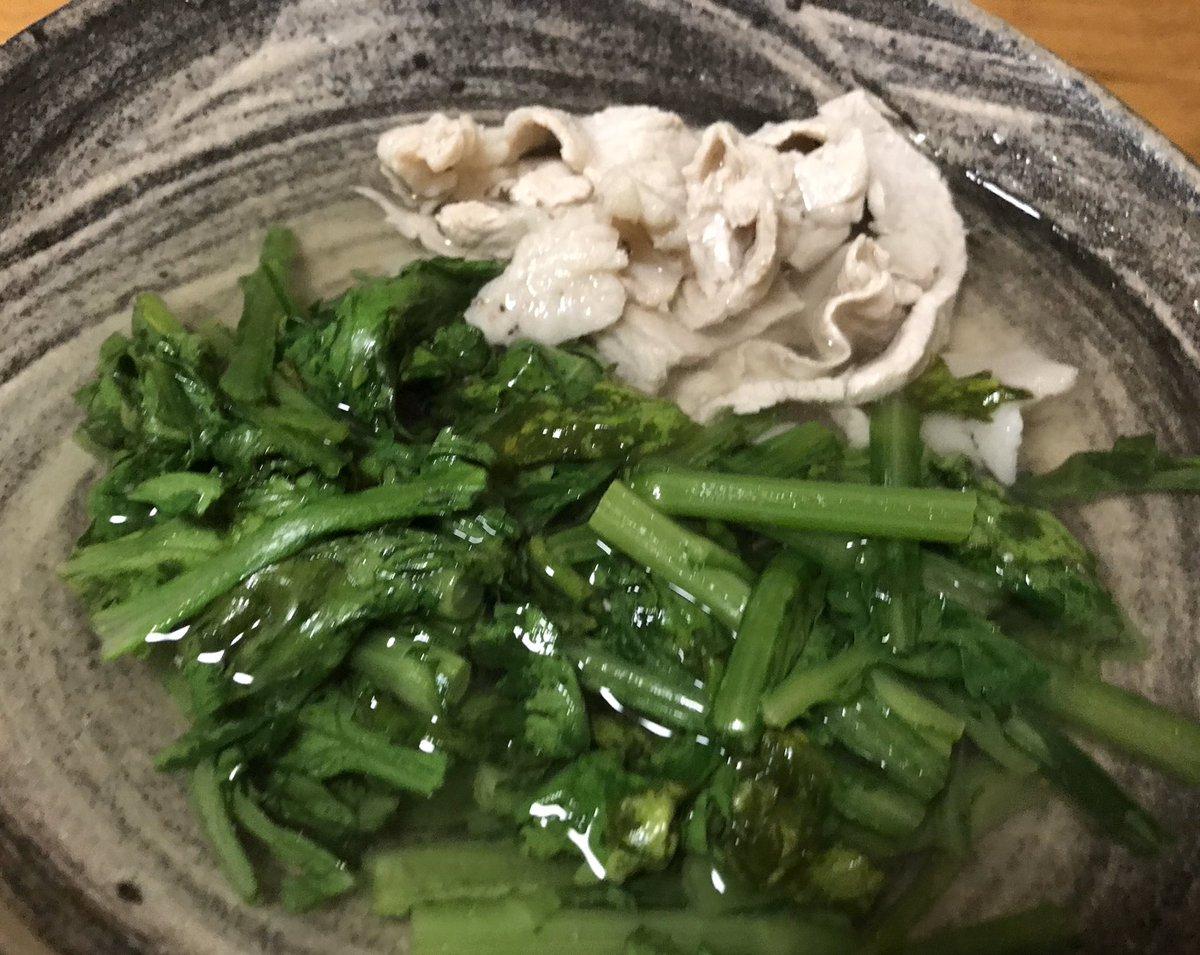 ストーカー的に今晩はこれ。我ながら透明なスープになったし、もちろん美味しいので満足^_^ 旬のうちに何回か作らなくてはー。今回はバラ肉ではなく小間なのだけど。クセになるおいしさ! 春菊がメインの、すっきりはるさめスープ。|有賀薫 @kaorun6 |スープ・レッスン