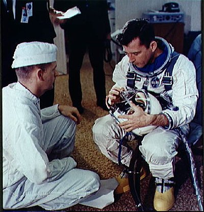 Michigan Week Trivia: This week, Addyson learned about Roger B. Chaffee. Born in Grand Rapids, Chaffee was a Naval Aviator.  He was selected to be a NASA astronaut for the Apollo I mission. Sadly, he perished in a practice launch at Kennedy Space Center in 1967. #MichiganTriviapic.twitter.com/NMCljywwES