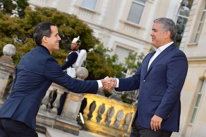 El presidente de Colombia, Iván Duque, se reunirá mañana en Davos, al margen de su participación en el Foro Económico Mundial, con el presidente encargado de Venezuela, Juan Guaidó, quien ha sido anunciado como un invitado de último minuto a dicha reunión. Vía @EFEnoticiaspic.twitter.com/SUSPmHRaJu
