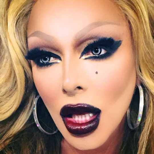 LISTEN🎈Raven Returns💥 What's The Tee w/@michellevisage #ajandthequeenpodcasts.apple.com/us/podcast/rup…