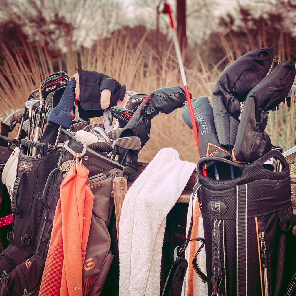 Have clubs or carry bags you no longer use?  @FirstTeeAustin  is in need of new or used Junior Golf Clubs (also adult clubs and carry bags). If you have a set you'd like to donate, please drop them off at the Golf Pro Shop anytime before January 31st.  #hookem <br>http://pic.twitter.com/RXyDUacq0a