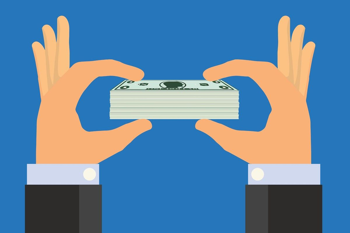 Is pay transparency right for your company?  Salary transparency increases trust and employee performance. But the shift toward transparency is not easy.   Here's how to get you started.  https://buff.ly/2VG9Aup by @gusrazzetti #leaders #hr #businessmanagement pic.twitter.com/Es3RTf7uG9