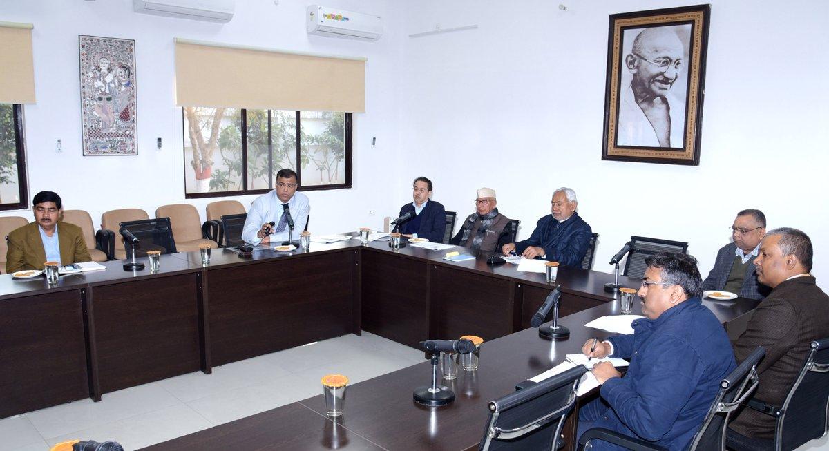 संकल्प भवन में बिहार विद्यालय परीक्षा समिति के कार्यों की समीक्षा करते हुए।https://tinyurl.com/rdv3mew