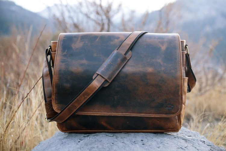 Stand out in the Crowd With the Rugged Kasilof Messenger #gear #essentials https://buff.ly/2TQnfQDpic.twitter.com/t5fECdPsjg