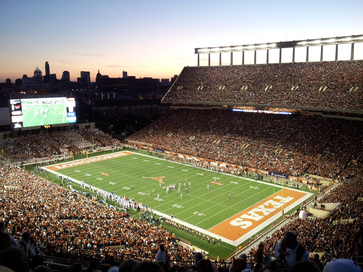 University of Texas this weekend  @JayValai #HookEm #ThisIsTexas<br>http://pic.twitter.com/8bZMp3S6II