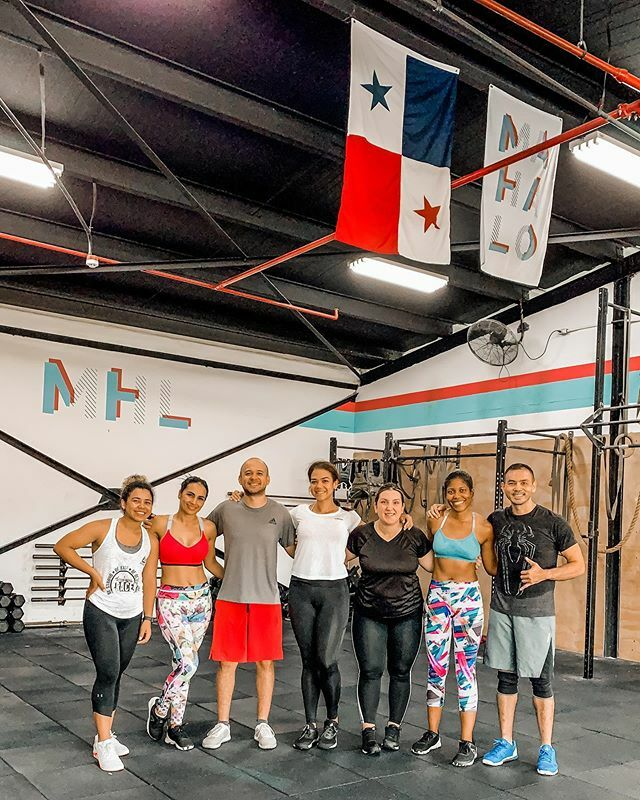 Mi familia extendida de las mañanas #8AMSquad @mahalocommunity . . . . . . . . . . . . . . . . . . . . . . . . . . #wow #fitspiration #webstagram #beautifu #ripped #bestfriend #diet #happy #look #active #gymfit #greatmemories #fitnesstransformation #carr…