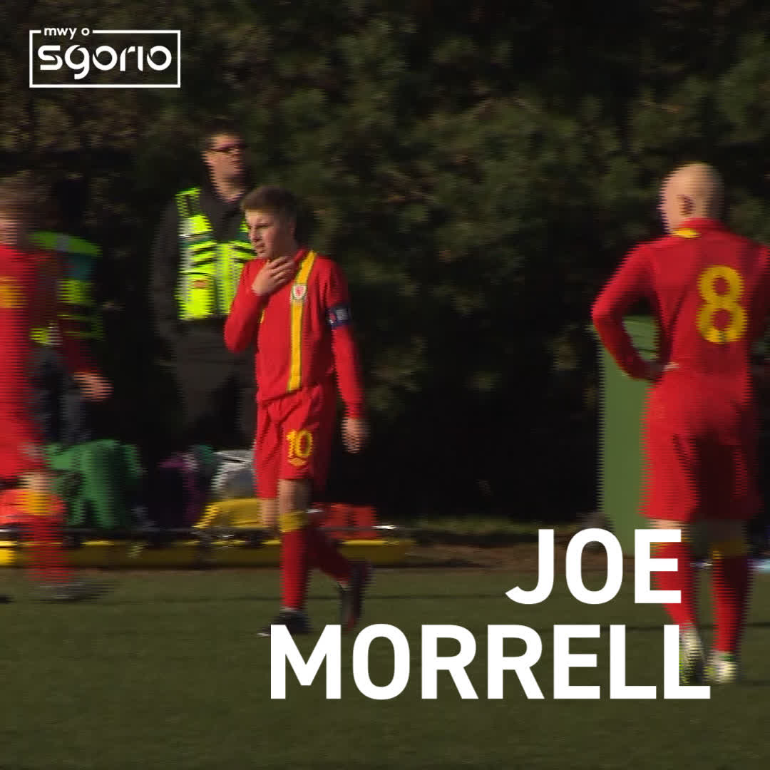 JOE MORRELL 🏴󠁧󠁢󠁷󠁬󠁳󠁿 Former @Cymru assistant manager, @Osian_Roberts talks about the progress made by the U17s captain back in 2013. Catch an interview with the @LincolnCity_FC midfielder on Mwy o Sgorio, @S4C at 22:00 👊
