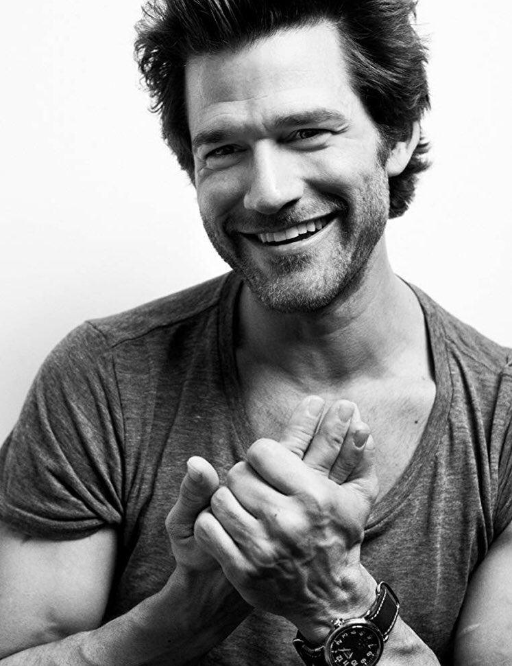 "Sometimes I wonder how a genuinely sweet & caring guy like @johnnywhitworth can believably play antagonists like #CageWallace & #RayCarrigan (even though the more I watch him the less I see Cage as a ""villain"") Amazing acting skills is the answer that pops to mind <br>http://pic.twitter.com/iSgYV63N0Y"