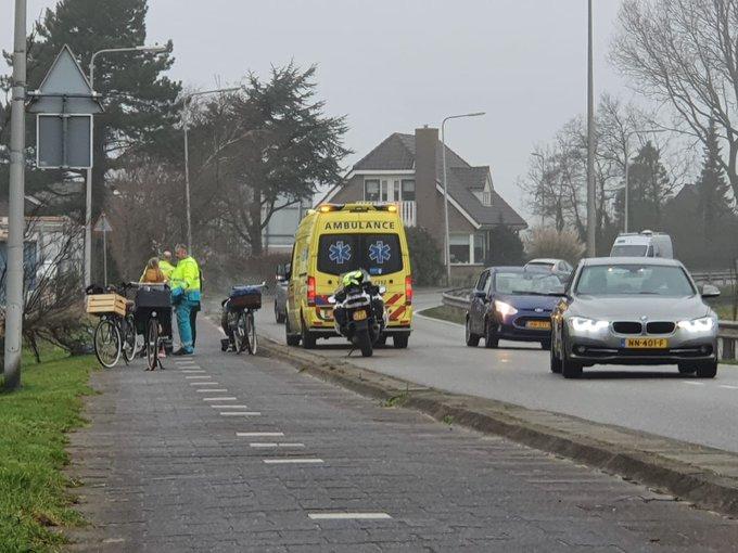 Vanmiddag rond half 3 klein ongeluk op fietspad bij de Poelkade Baakwoning Naaldwijk. Letsel viel mee https://t.co/AZKeUEcLJM