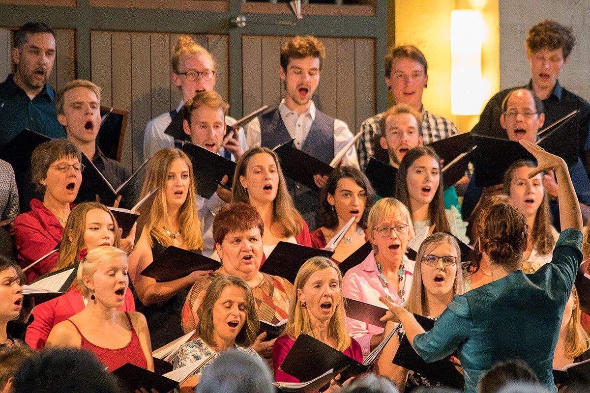Mit seinen Konzerten am 26. und 28. Januar in der St. Andreaskirche und im @hdw_bs verspricht der #Unichor der #tubraunschweig behagliche Ruhe vor dem zu Bett gehen. Auf dem Programm stehen Wiegenlieder, Schlaflieder und Totengesänge https://magazin.tu-braunschweig.de/pi-post/laechelnd-schlief-er-ein-chor/… #singpic.twitter.com/yR4LZAQjj3
