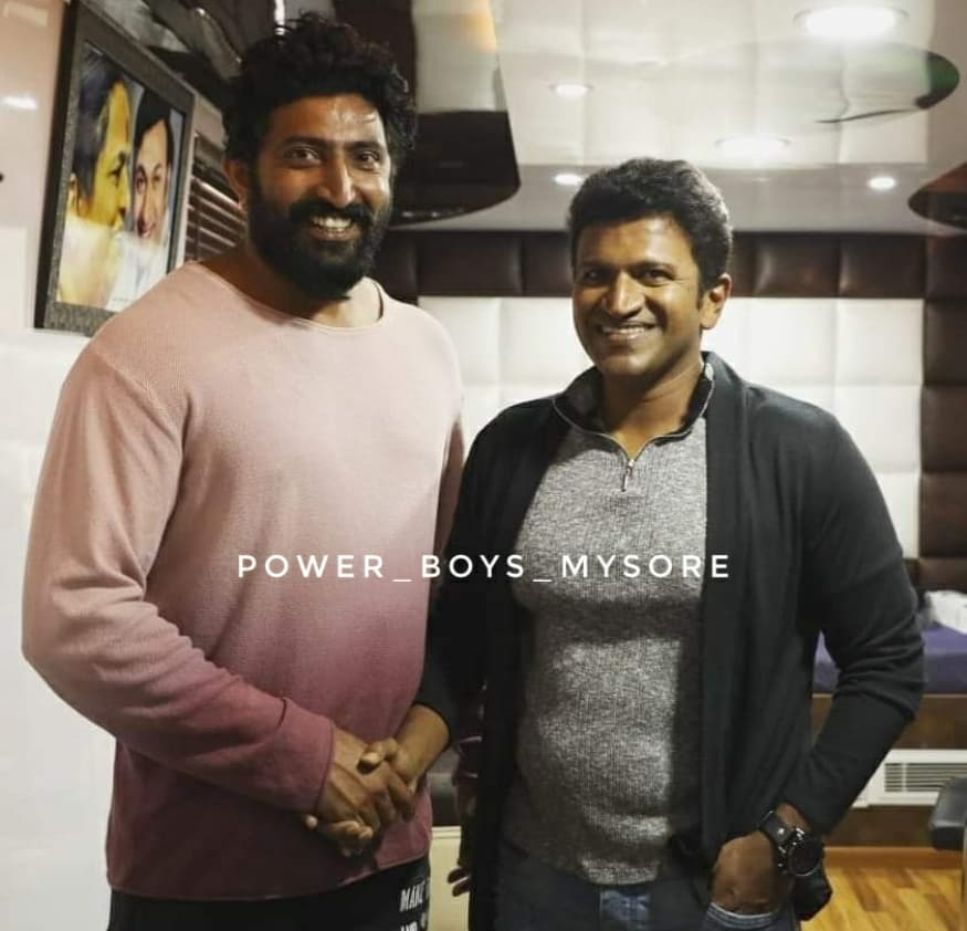 Today's Photo ❤ Exclusive Pic On The Sets Of #Yuvarathnaa 😊 #TheRajkumars #MrPerfect #Appu29 #Yuvarathnaa #Appu #PowerStar #PuneethRajkumar #PowerBoysMysore