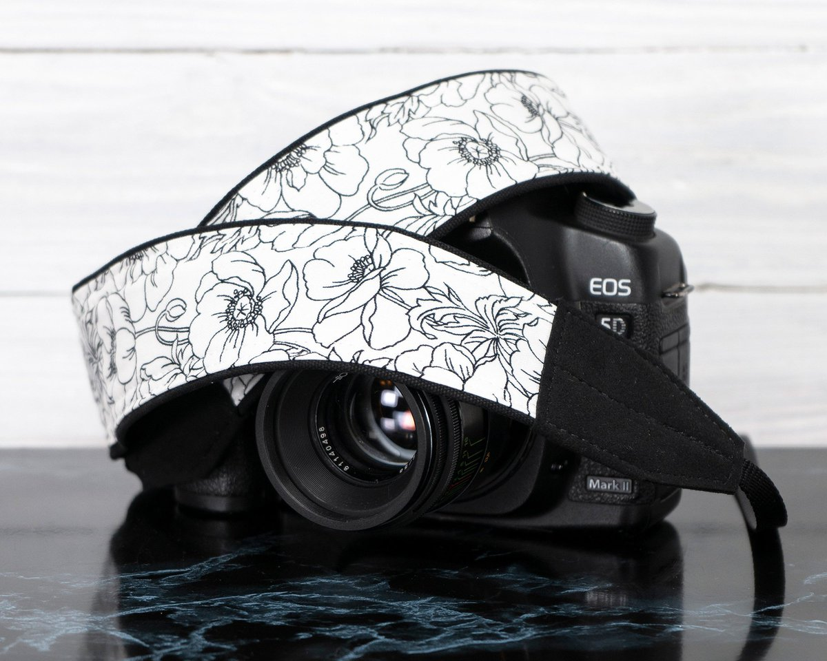 Camera Strap Floral Black and White http://tuppu.net/c53bfd43 #handmade #dslr #ten8e #camerastrap #photography #customcamerastrap #cameraaccessoriespic.twitter.com/oiD07xfgoL