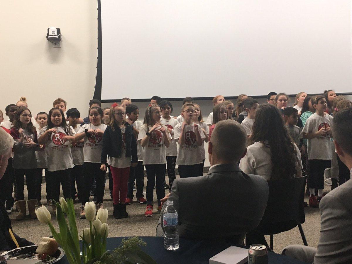 """We can make a difference"". Inspiring words from the Ridgeview Elementary choir. I hope these kids never forget that message! <br>http://pic.twitter.com/DK549wT6C5"