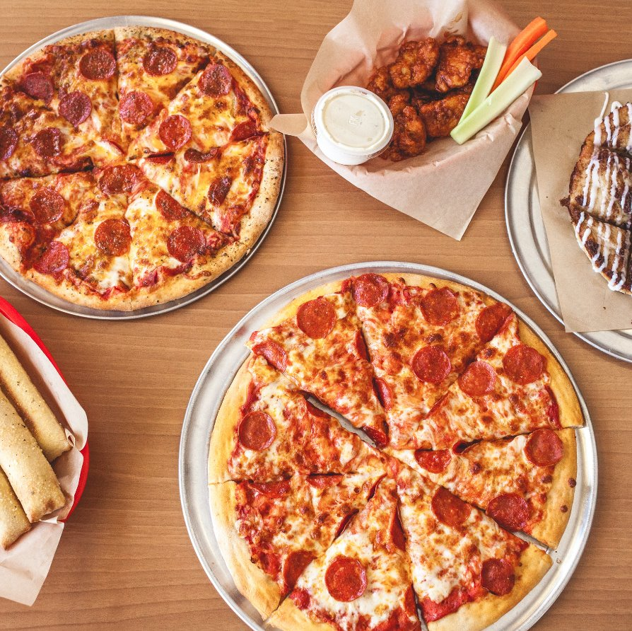 Gather the family for a Peter Piper Pizza night! From pizza, to wings, breadsticks and dessert, our menu has something for everyone. What's your favorite? 😉   📍 Visit https://t.co/BeqFavT7yR to find a location near you! https://t.co/xDpxvsA3kF