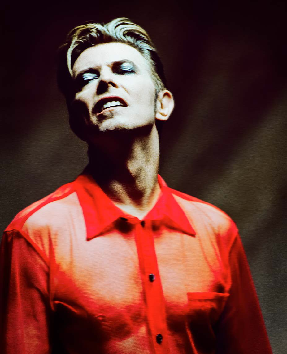 RT @davidbowie_news: David Bowie, 1995 by Johnny Buzzerio. https://t.co/RDvBafuP4E