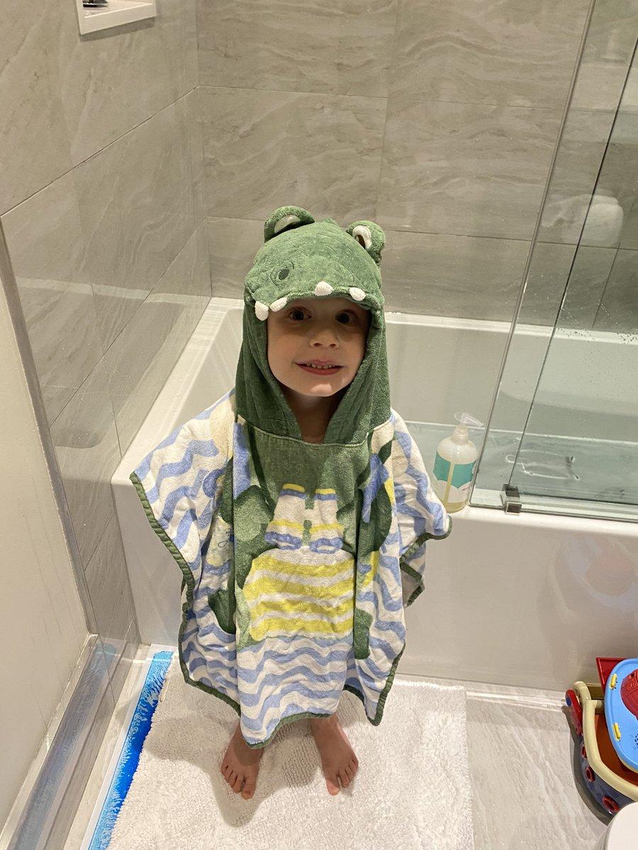 Forgot to post last nights bath. My little gator . #kids #children #fatherhood #bathtimefun #parenthood #cuteness <br>http://pic.twitter.com/7Q51V6fJEG
