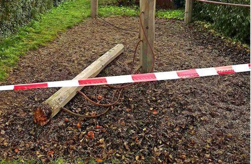 Ostfildern: Gutachten zu Spielplatz-Unglück angefordert http://bit.ly/37v3u4Ypic.twitter.com/DnZ7Id5Xxa