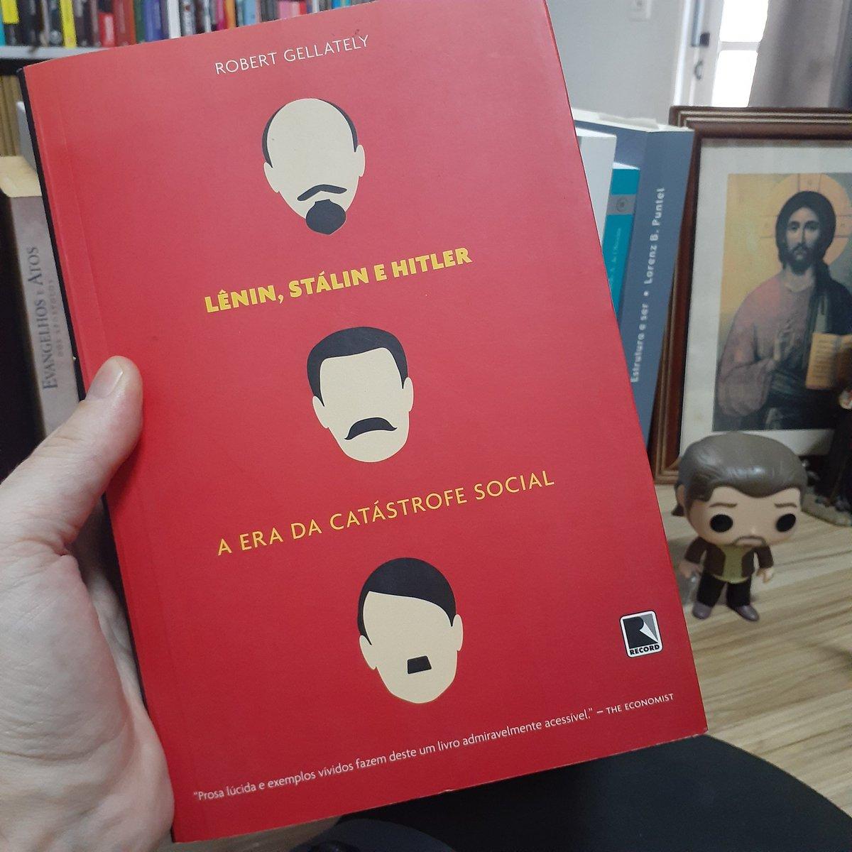 Lênin, Stalin e Hitler. Tudo no mesmo saco, tudo na mesma era de catástrofe social. Livraço do Robert Gellately.