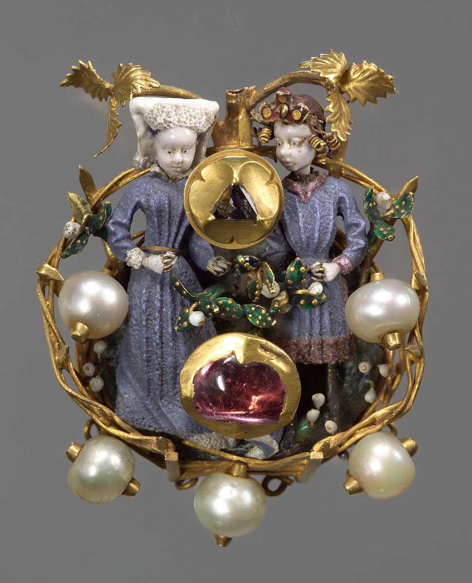 This small brooch circa 1430/40 depicts a young couple in a fenced garden. One of the innovations of medieval court art around 1400 is the invention of ronde-bosse enamel. This new technique allowed colored enamels to be applied directly to a 3 dimensional surface. <br>http://pic.twitter.com/W1ZC2h6IKM
