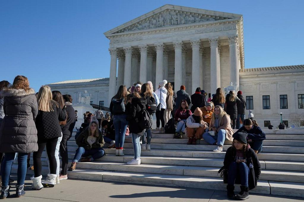 Roberts pivotal as U.S. Supreme Court tackles public aid to religious schools https://www.reuters.com/article/us-usa-court-religion-idUSKBN1ZL1CA?taid=5e28c15eebed6f0001a54573&utm_campaign=trueAnthem%3A+Trending+Content&utm_medium=trueAnthem&utm_source=twitter…