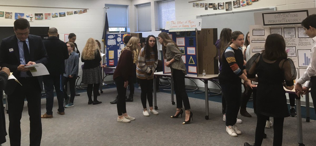 Science fairs aplenty today! Great work on display <a target='_blank' href='http://twitter.com/APSGunston'>@APSGunston</a>  science fair thanks to the Ss, Ts, Ps, and judges making it all happen! 😊 <a target='_blank' href='https://t.co/zjixzO4658'>https://t.co/zjixzO4658</a>