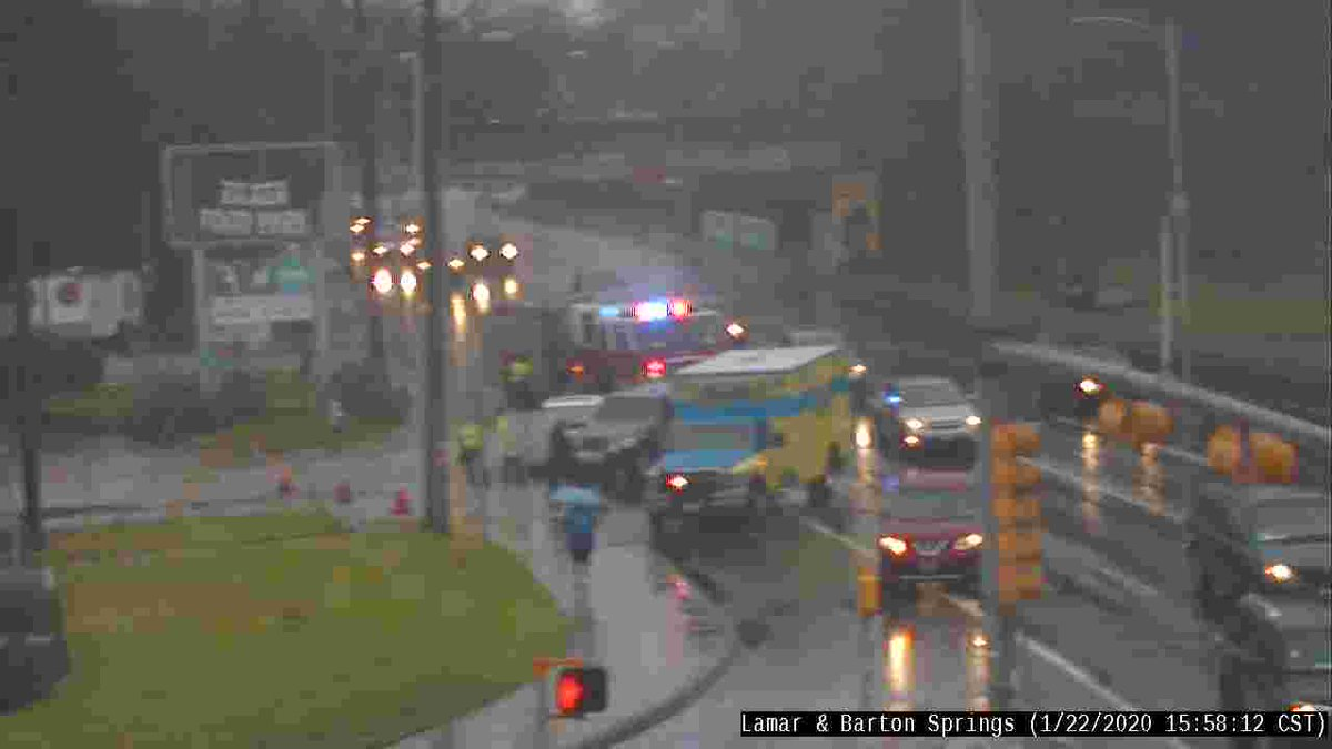 Crash at Lamar & Barton Springs has cleared.  All lanes are now open.  Drive safely!  #atxtraffic