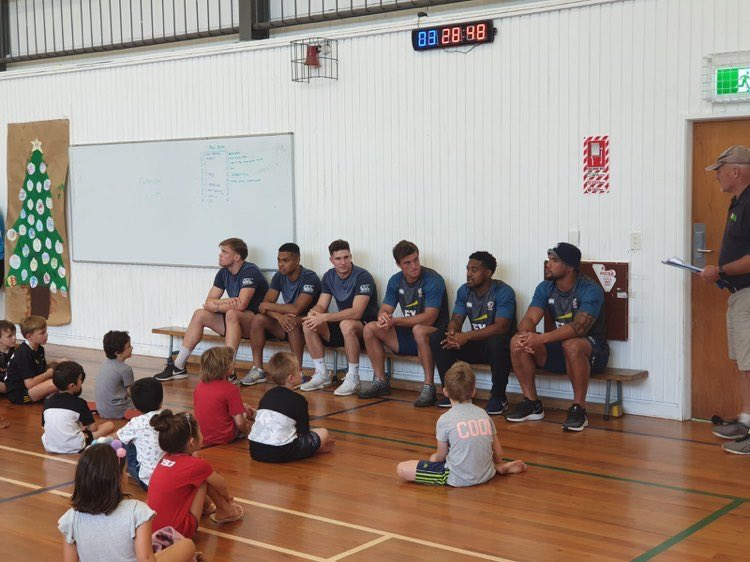 Telling ghost stories or rugby wisdom? Either way, the kiddos at Southwell School in New Zealand we're all over it. #NZSevens #EaglesUnited