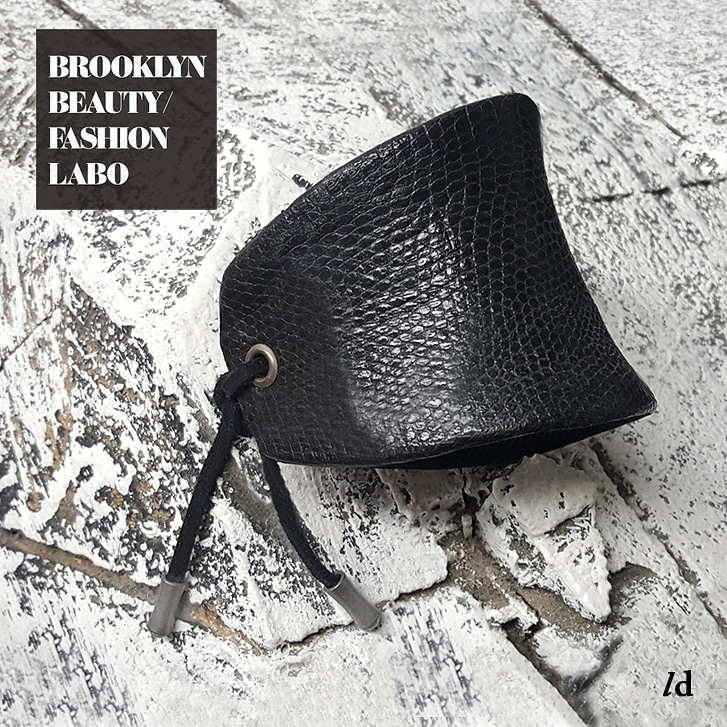 it's all about the texture... 🖤 cuff in textured black leather 🖤 #brooklynbeautyfashionlabo #leathercuff #leathermaking #handmade #custom #colors #tie #jewelry #accessories #design #minimal #simple #jewelryoftheday💎 #jewelryblogger #brooklyn #black #texturedleather #handcraft