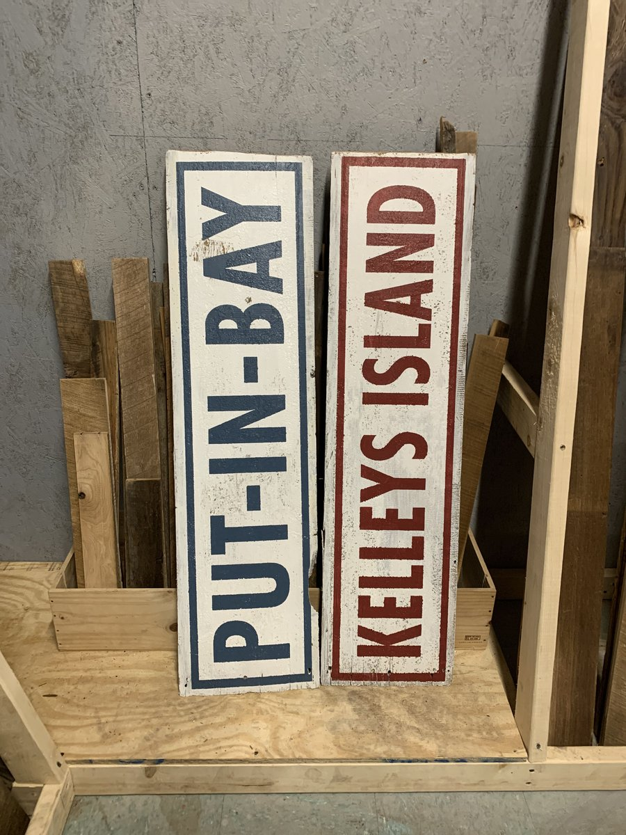 We have some awesome hand painted signs in our retail showroom. Stop by today to get yours! #handpainted #rusticmaderoorder #barnwood #mywoodloft #mywoodloftdogs #nofilter #savetheplanet #bestoftheday #like4like #photooftheday #love #cute #life #amazing #doglife #reclaimedwood