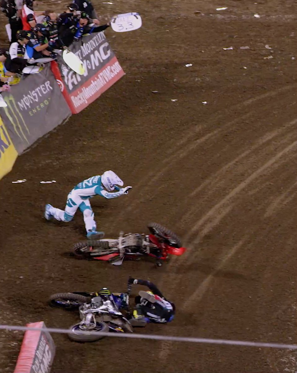 Round 3 of @MonsterEnergy @SupercrossLIVE was packed with some of the heaviest racing we've seen in a while… Oh and some serious spills too 🥵 Watch the full @DirtShark 📼: youtu.be/AR9rUc3_k60