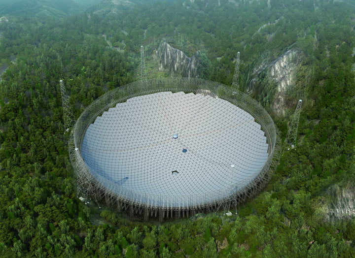 #News #EmergingTech China's enormous 500-meter radio telescope is up and running  http:// dlvr.it/RNYxt8     <br>http://pic.twitter.com/qCH9QSf2M3