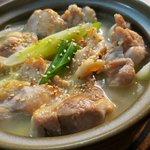 鶏肉から染み出した旨味が決め手!濃厚な鶏出汁がたまらない白湯鍋のレシピ!