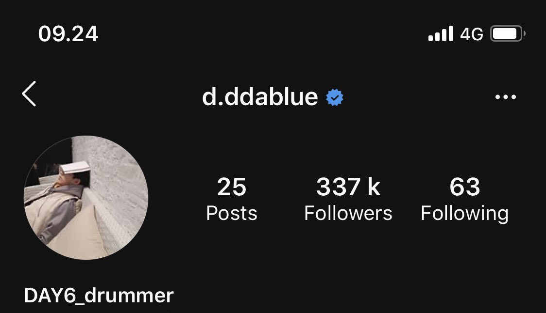 Jae/YoungK: OMG HOW DO WE GET VERIFIED!?!? INSTAGRAM HELP. GUISE HELP. ANYONE GET US THE BLUETICK NOW AAARFGHHHH ILL DO ANYTHING. GOTTA CHANGE MY USERNAME? OKAY I WILL NOW. BIO CHANGE OMG FINE *SCREAMS*  Dowoon/Wonpil: *unbothered* hah amateurs  <br>http://pic.twitter.com/oDDoACIbVf