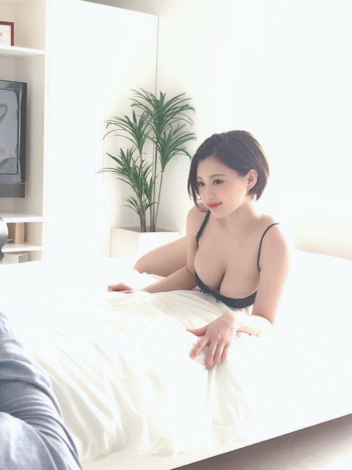 グラビアアイドル山本ゆうのTwitter自撮りエロ画像22
