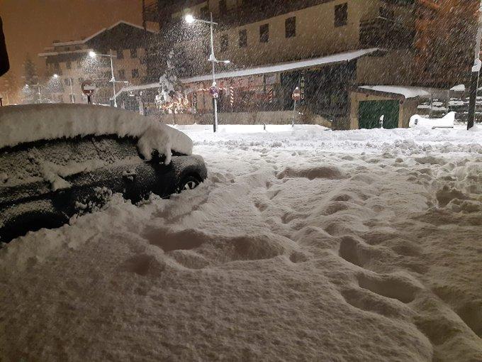 #Formigal está madrugada. 50mm de precipitacion y 37cm de nieve a 1500m datos de Isaro. Nieve húmeda pero importante nevada.