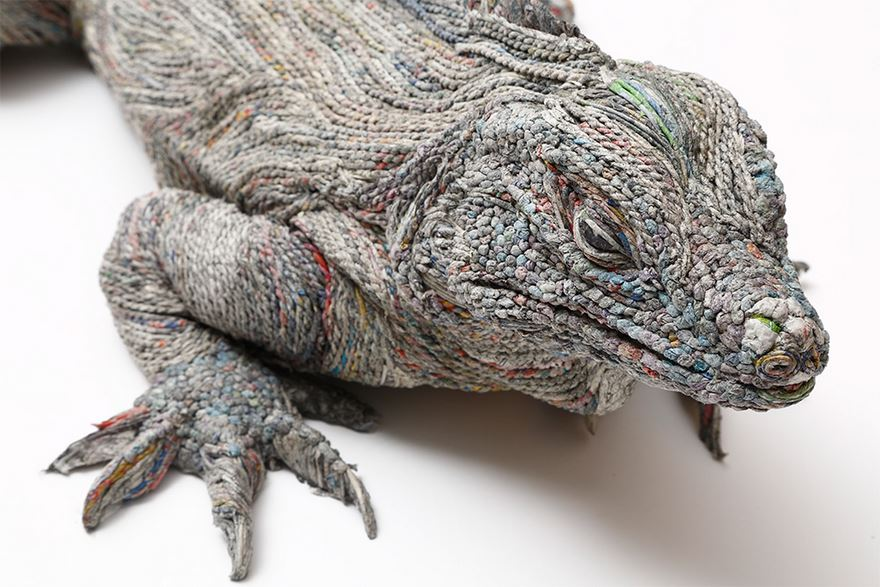 Japanese paper artist Chie Hitotsuyama creates sculptures of animals using a technique involving rolled strips of wet newspaper #womensart <br>http://pic.twitter.com/2x2cSHORd5