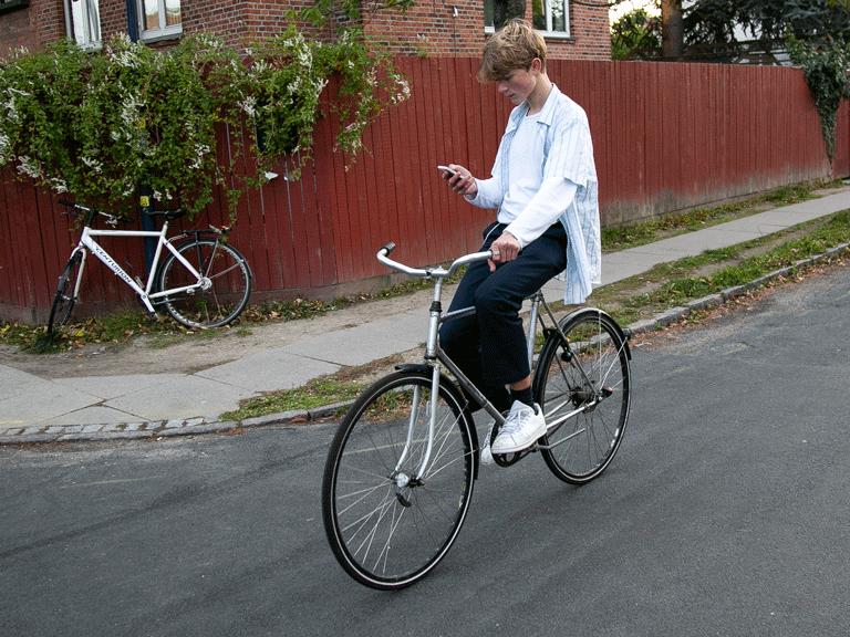 Hvor stor en bøde vil cyklisten her få? 🤔 #sikkertrafik #politidk https://t.co/G0hUYtaV7K