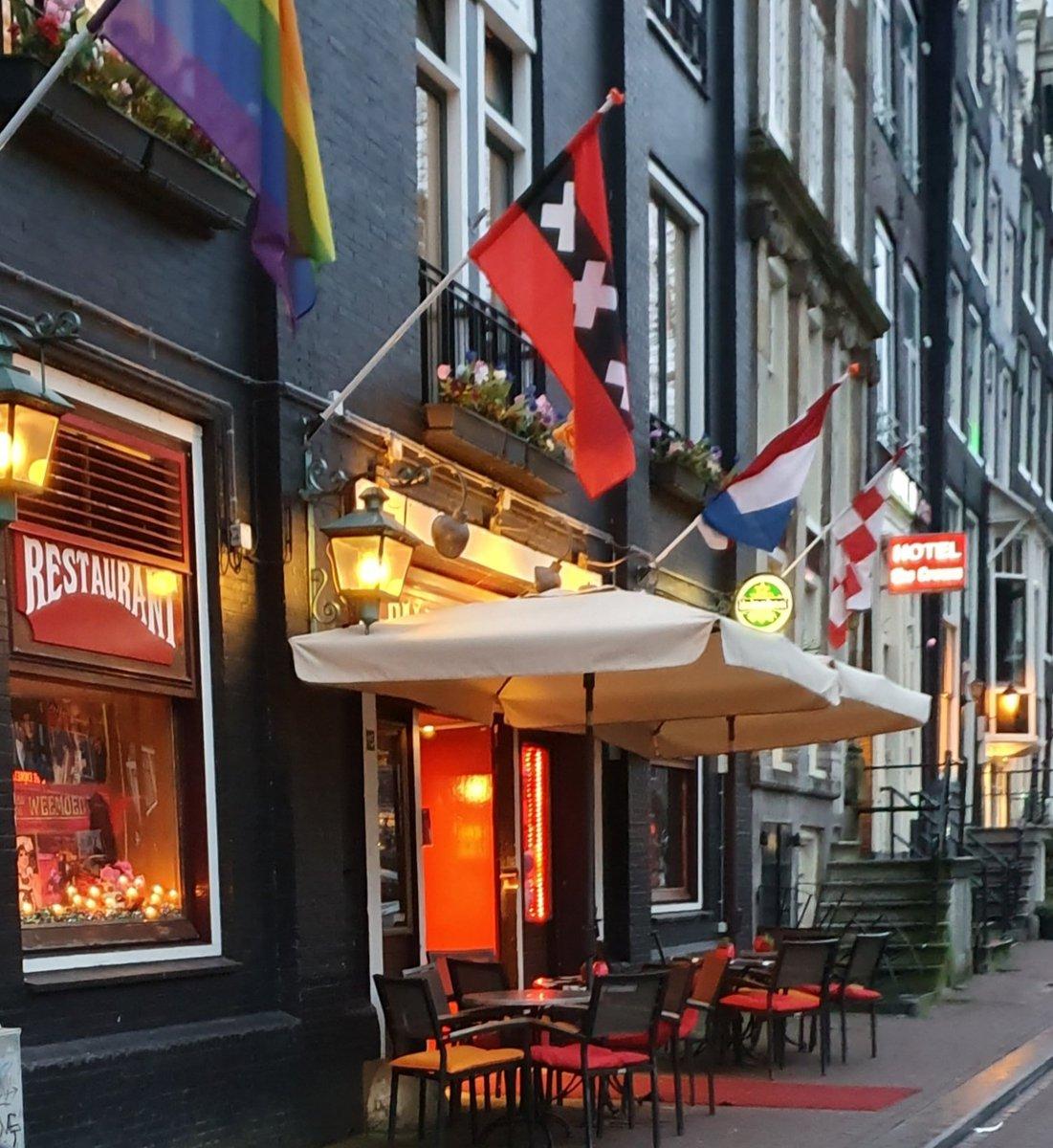 """Heerlijk optreden gehad bij het """"Paleis van de Weemoed"""" in Amsterdam. #ButlerJames #DronkenOber en #LeipeLeo"""