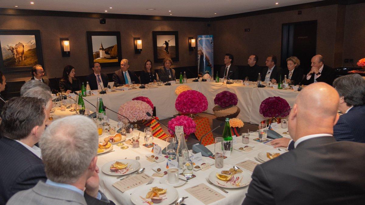 Comenzamos último día de trabajo en #Davos con un desayuno con empresarios interesados en invertir en Colombia, y otros instalados en el país. Hablamos del panorama positivo que tenemos hoy para la inversión y de nuestro compromiso para lograr una agenda sostenible y responsable.