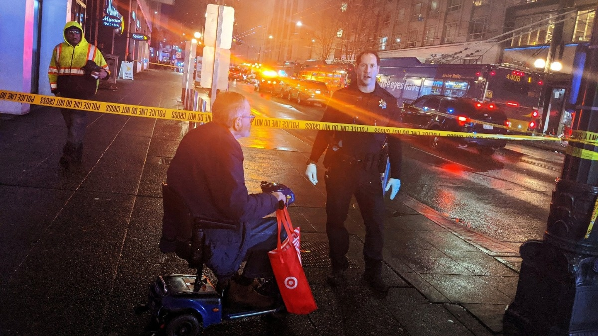 Seattle shooting leaves 1 dead, suspects at large https://reut.rs/36gatO5