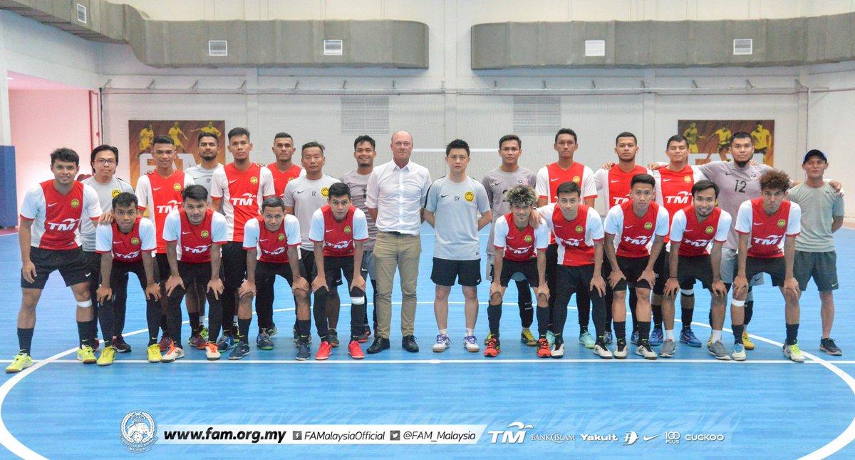 Skuad Futsal Kebangsaan Mula Latihan Pusat Menjelang SAT International Futsal Championship 2020  Seramai 19 pemain melapor diri & turun menjalani sesi latihan sulung di Arena Futsal FAM, Kelana Jaya, petang ini.  Baca penuh di   #FAM #HarimauMalaya #Futsal